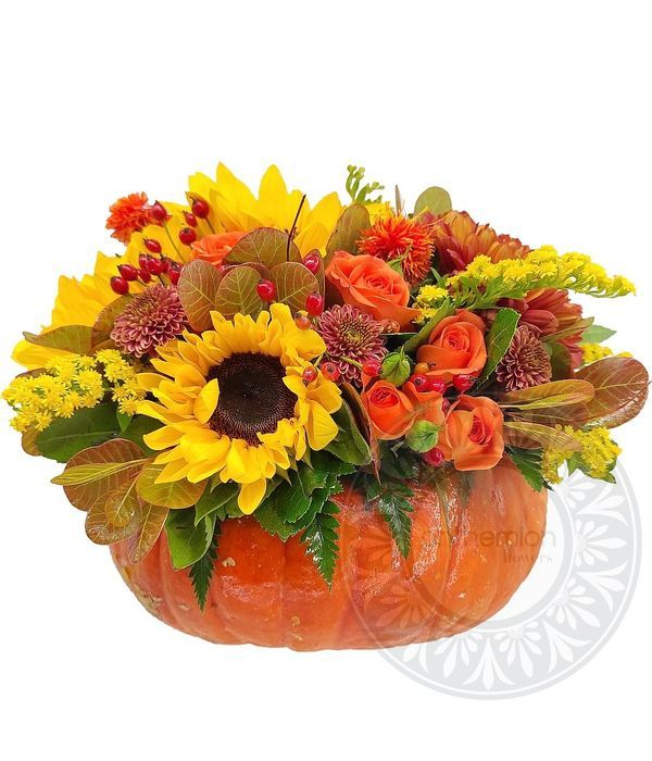 Σύνθεση με φυσική κολοκύθα και λουλούδια