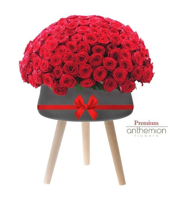 200 roses in a ceramic pot with wooden legs