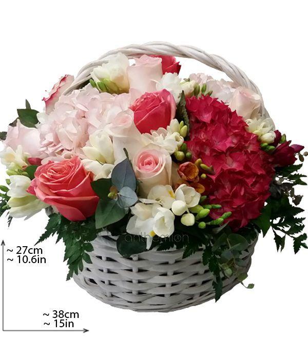 Καλάθι με λουλούδια σε ροζ-φούξια