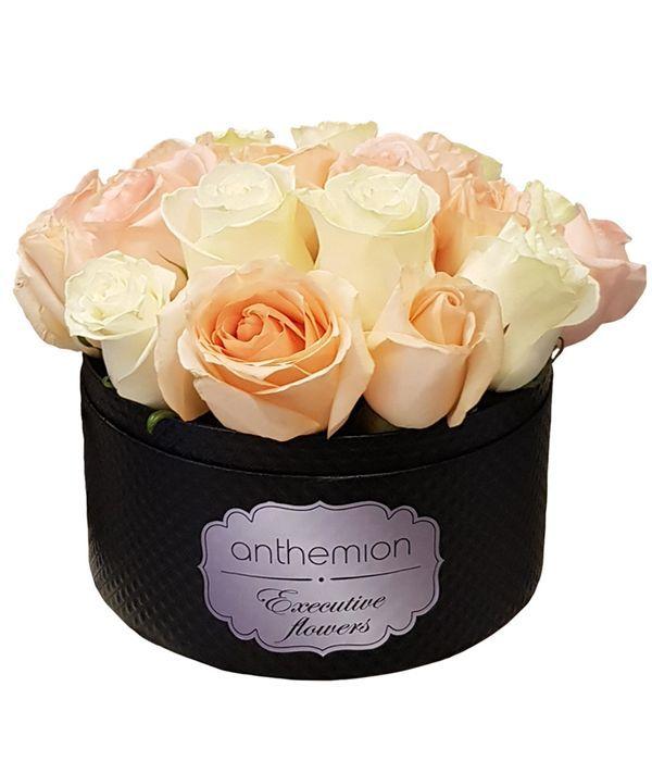 Εκλεπτυσμένη σύνθεση με τριαντάφυλλα