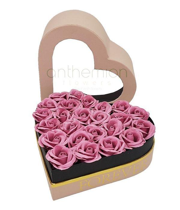 Κουτί καρδιά με ροζ τριαντάφυλλα σαπούνι