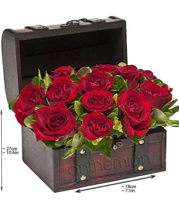 Μπαουλάκι με κόκκινα τριαντάφυλλα