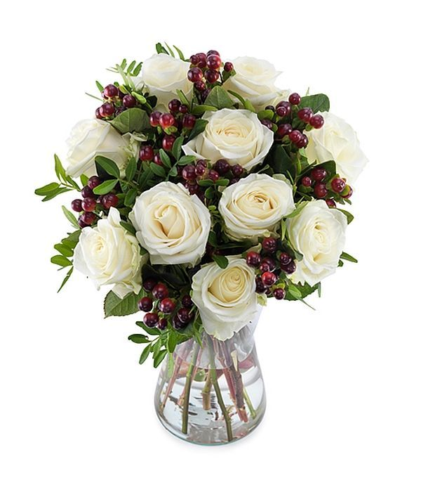 Bouquet of roses and hypericum