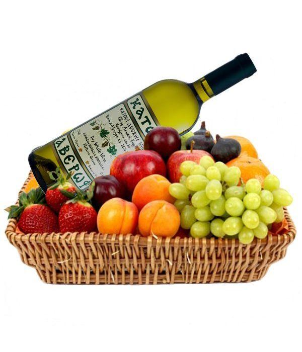 Καλάθι με κρασί και φρούτα