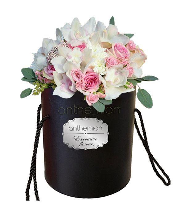 Τριαντάφυλλα και ορχιδέες σε κουτί