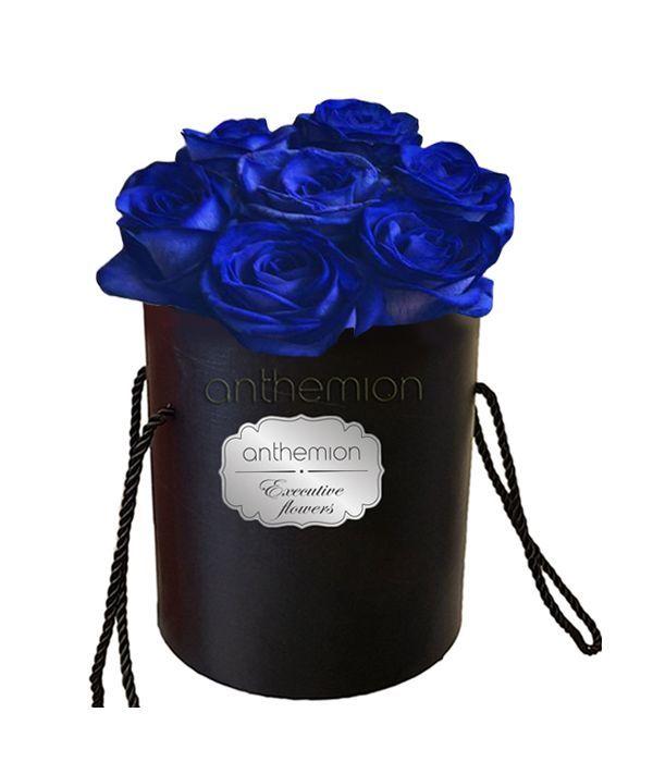Εντυπωσιακά μπλε τριαντάφυλλα σε κουτί