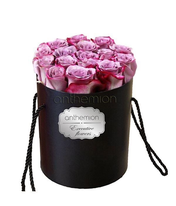 Λιλά τριαντάφυλλα σε κουτί
