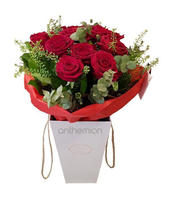 Πανέμορφα τριαντάφυλλα σε τσάντα δώρου