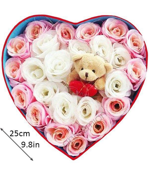 Καρδιά με ροζ, λευκά τριαντάφυλλα και αρκουδάκι
