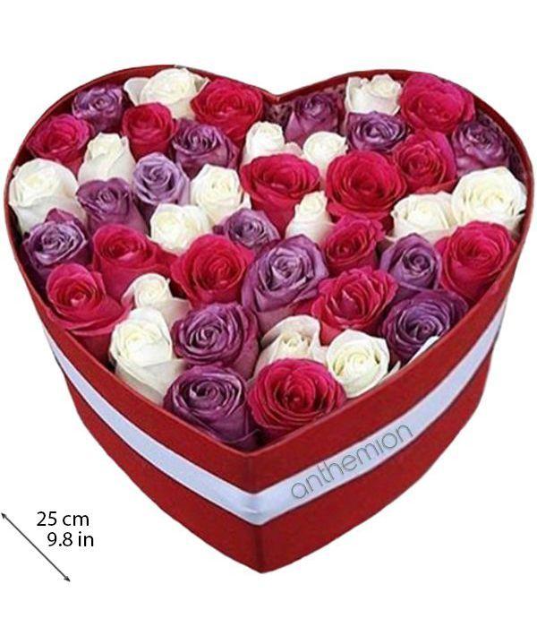 Καρδιά με λευκά, φούξια και λιλά τριαντάφυλλα