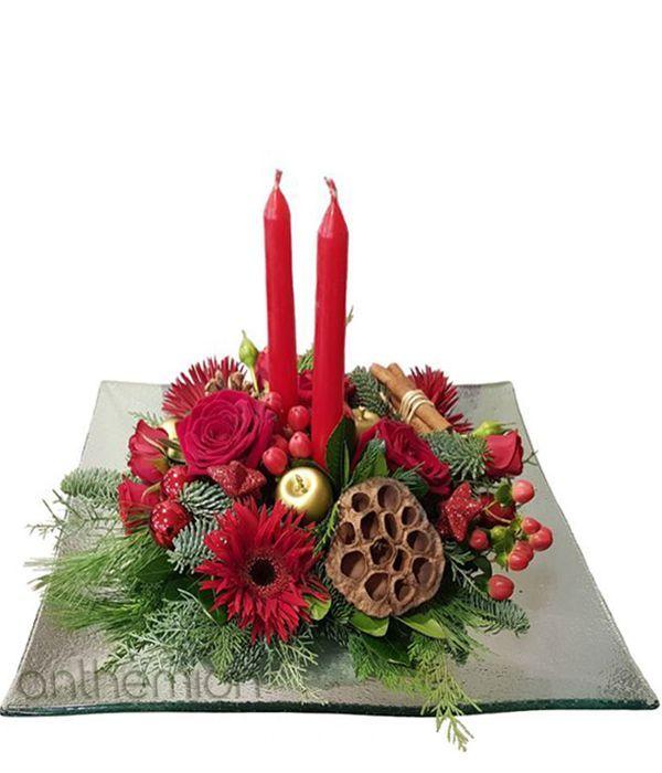 Χριστουγεννιάτικη σύνθεση με κεριά σε γυάλινη πιατέλα