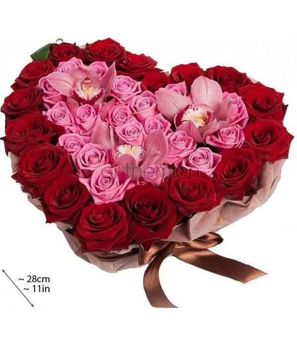 Κόκκινη και ροζ καρδιά με τριαντάφυλλα και ορχιδέες