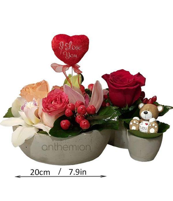 Τριπλή βάση με λουλούδια και αρκουδάκι