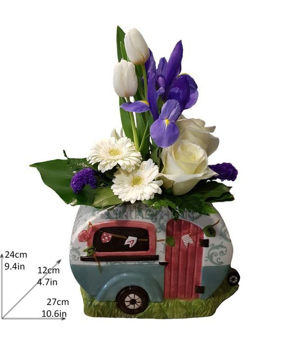 Ceramic trailer with white and blue flowers