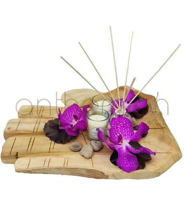 Διακοσμητικό τραπεζιού με ορχιδέες και κεριά