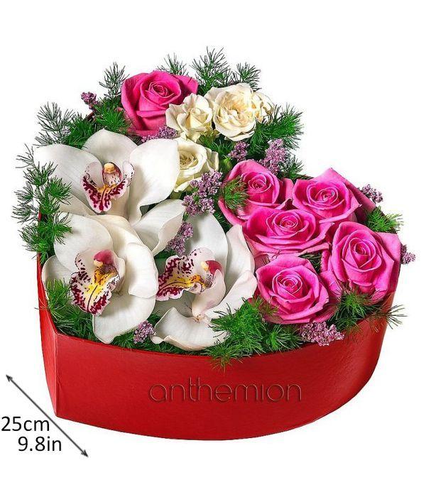 Καρδιά με ορχιδέες και τριαντάφυλλα