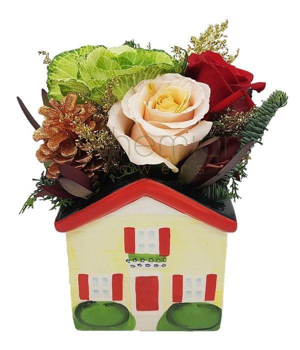 Χριστουγεννιάτικο σπιτάκι με λουλούδια