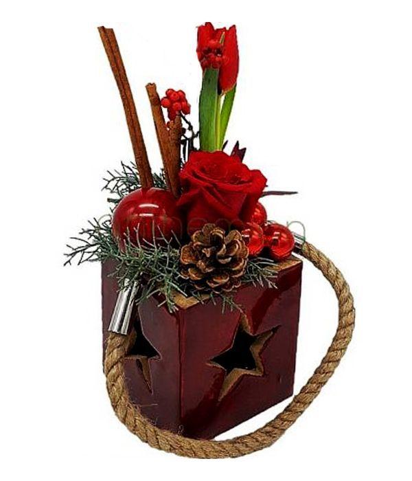 Χριστουγεννιάτικο κηροπήγιο με λουλούδια