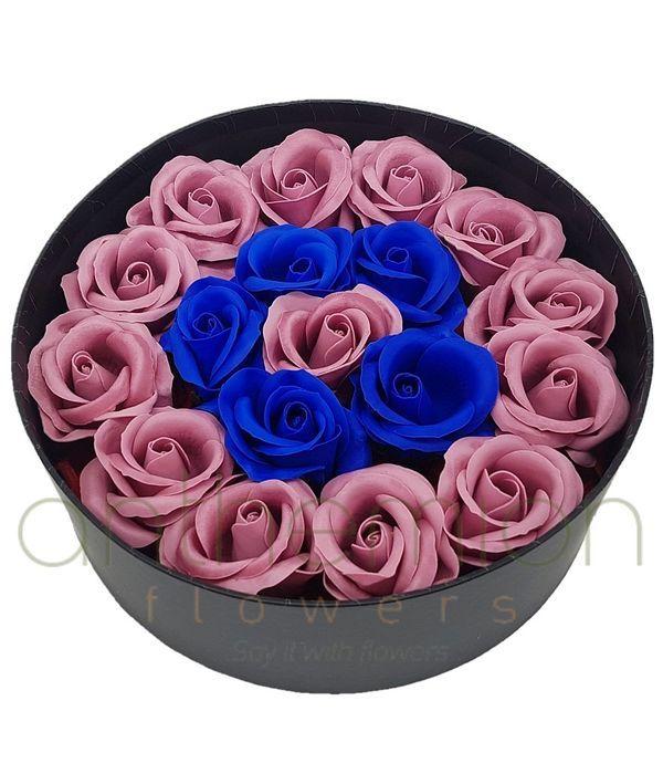 Τριαντάφυλλα από σαπούνι σε στρογγυλό κουτί