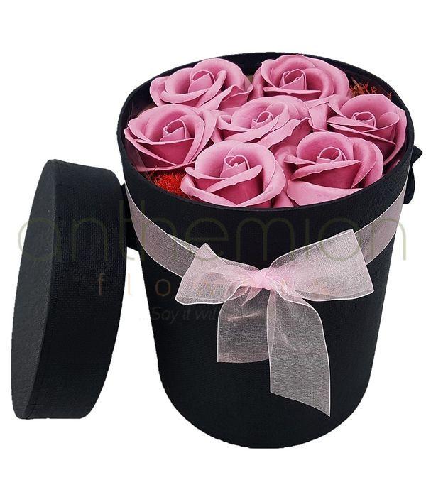 Κουτί με ροζ αρωματικά τριαντάφυλλα σαπούνι