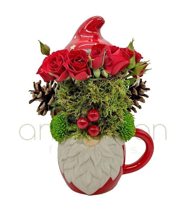 Χριστουγεννιάτικη σύνθεση σε κούπα με καπάκι