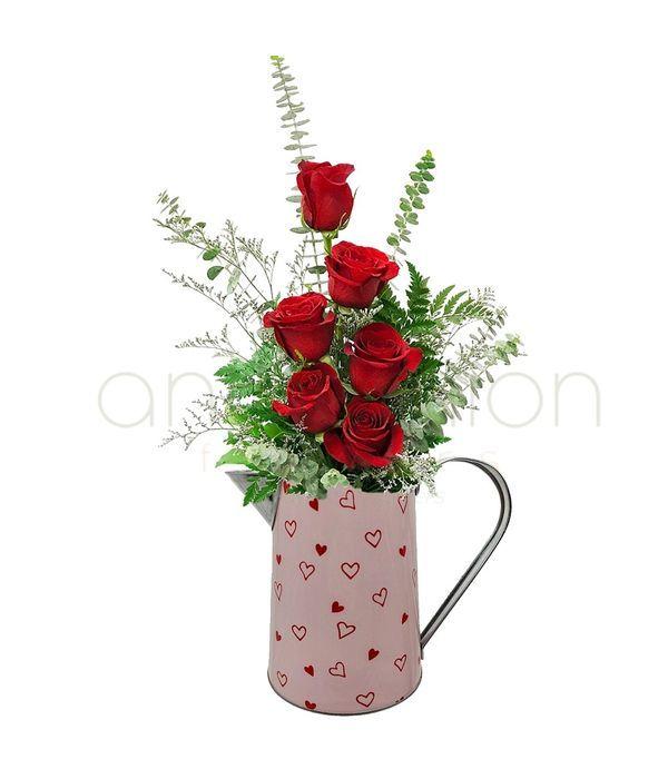 Κανατάκι με τριαντάφυλλα