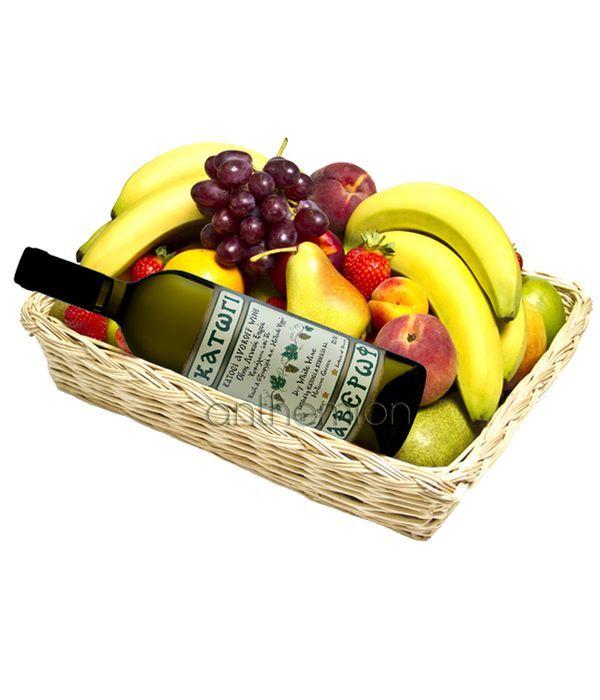 Φρούτα και κρασί σε καλάθι