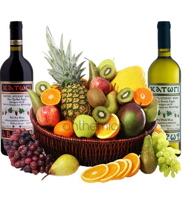 Εξωτικά φρούτα και δύο κρασιά σε καλάθι