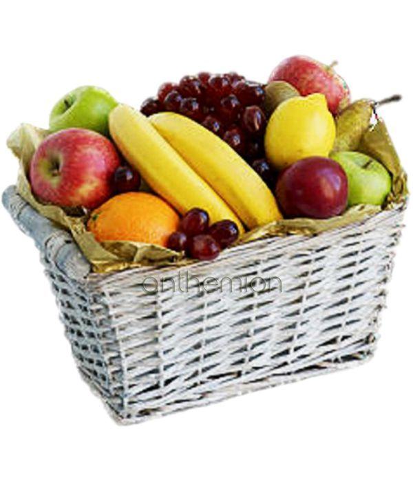 Ποικιλία φρούτων σε καλάθι
