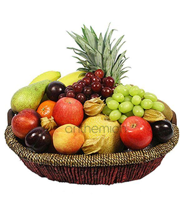 Διάφορα φρούτα σε καλάθι