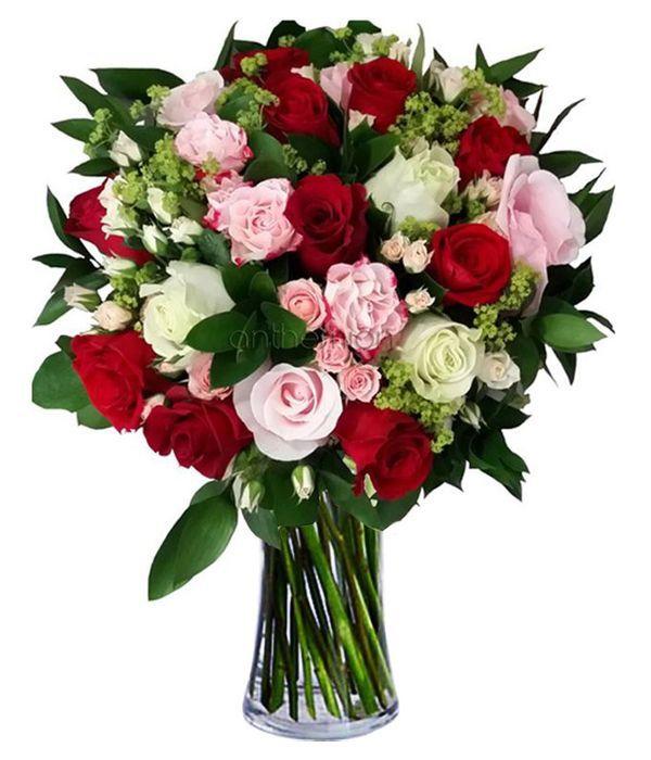 Mπουκέτο με υπέροχα τριαντάφυλλα