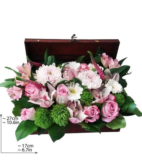 Ξύλινο μπαούλο με ροζ και πράσινα λουλούδια