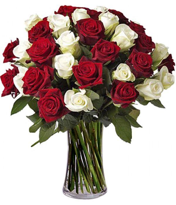 Μπουκέτο με λευκά και κόκκινα τριαντάφυλλα