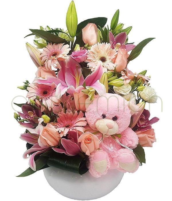 Σύνθεση με ροζ και λευκά λουλούδια