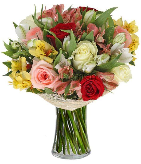 Πολύχρωμες αλστρομέριες και τριαντάφυλλα