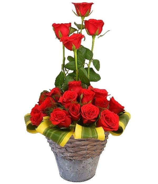 Κόκκινα τριαντάφυλλα σε μεταλλική/ξύλινη βάση