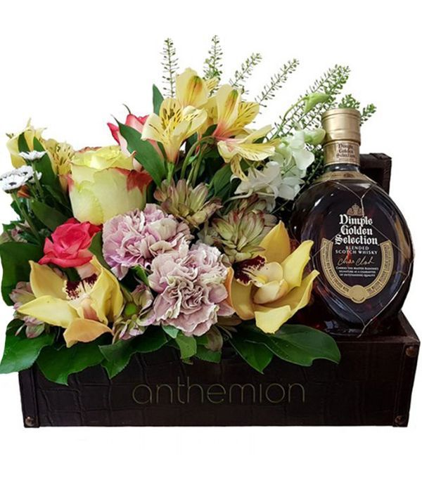 Flower arrangement with DIMPLE whiskey