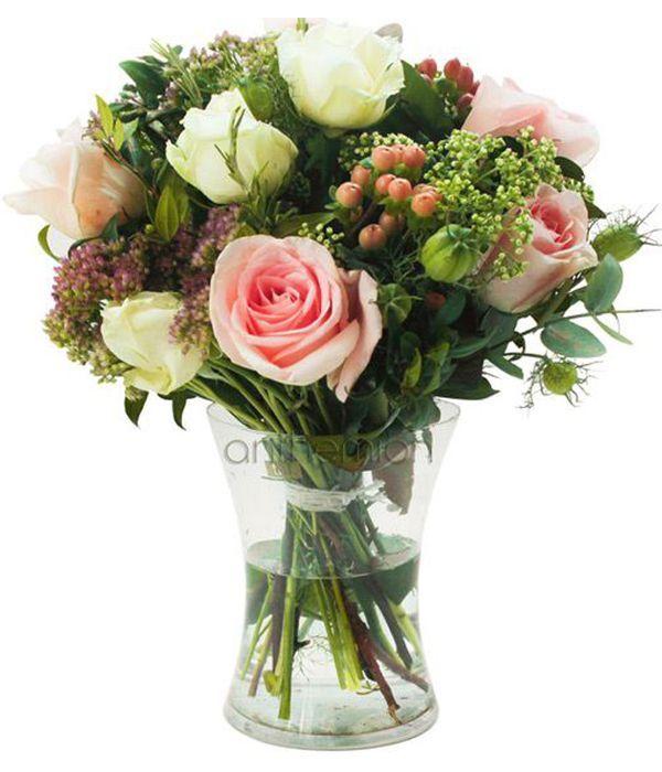 Λευκά και ροζ τριαντάφυλλα με υπέρικουμ