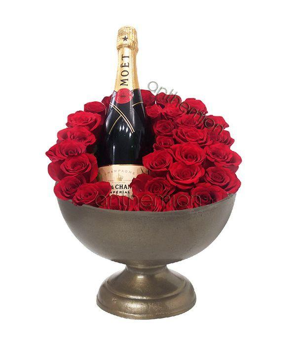 Μεταλλικό μπωλ με τριαντάφυλλα και σαμπάνια