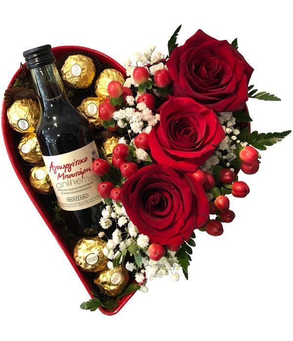 Καρδιά με τριαντάφυλλα, σοκολατάκια και κρασί