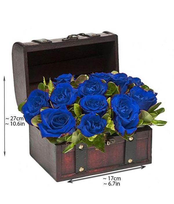 Ξύλινο μπαούλο με μπλε τριαντάφυλλα