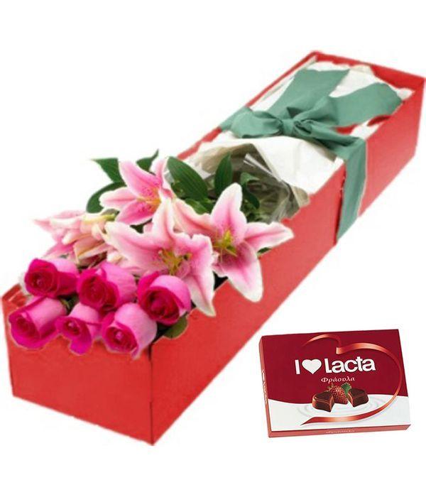 Ροζ τριαντάφυλλα, σταρ γκέιζερ και σοκολατάκια σε κουτί δώρου