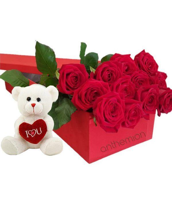 Κόκκινα τριαντάφυλλα σε κουτί με αρκουδάκι