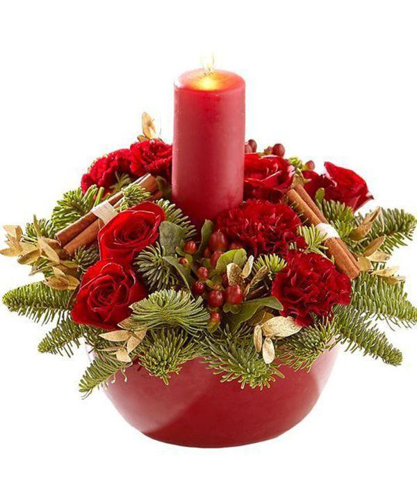 Γιορτινή σύνθεση με κερί και στολίδια σε κόκκινο χρώμα