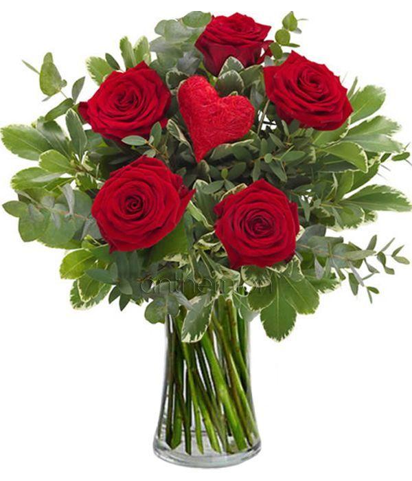 Μπουκέτο με 5 κόκκινα τριαντάφυλλα και καρδιά