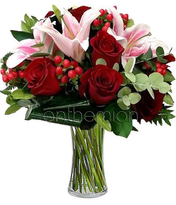 Μπουκέτο με κόκκινα τριαντάφυλλα και λίλιουμ