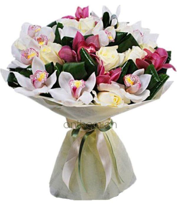 Τριαντάφυλλα και ορχιδέες σε μπουκέτο