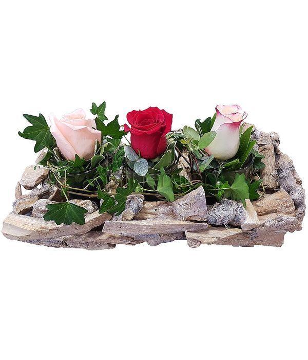 Εντυπωσιακή ξύλινη σύνθεση με τριαντάφυλλα