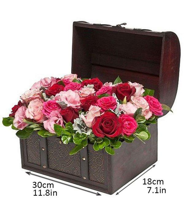 Μπαουλάκι με ροζ, κόκκινα και φούξια τριαντάφυλλα
