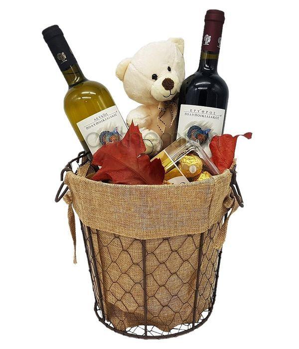 Κουβάς με κρασιά,σοκολατάκια και αρκουδάκι